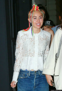 Miley Cyrus wearing Loom Bands