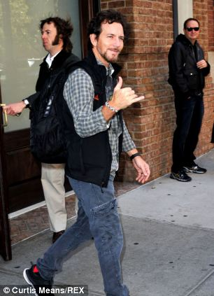 Eddie Vedder rocking a Loom Band bracelet