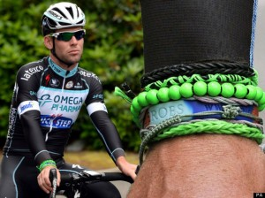 Mark Cavendish dons lucky Loom Band bracelets